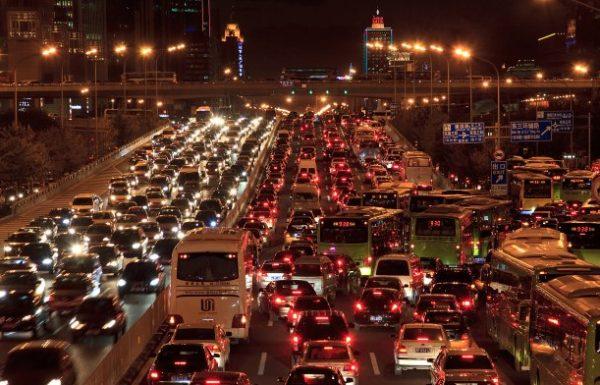 פקקים ומחסור בחניה: הפתרון הוא (גם) הסברתי